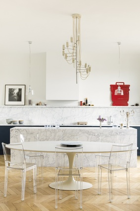 Dining table is by Eero Saarinen for Knoll, chairs are La Marie by Philippe Starck for Kartell, the centrepiece is by Erwan and Ronan Bouroullec, the chandelier is by Alain Richard.