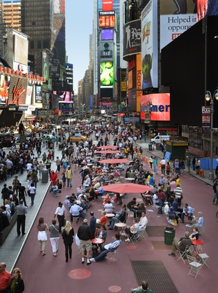 After: Times Square, 2008. The City of New York engaged Gehl to promote quality of life and liveability in the city through recommendations, design guidelines and implementation.
