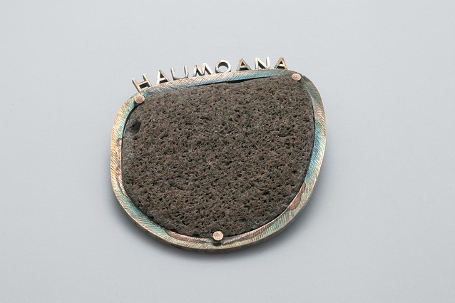 Brooch; 1992. Private collection.