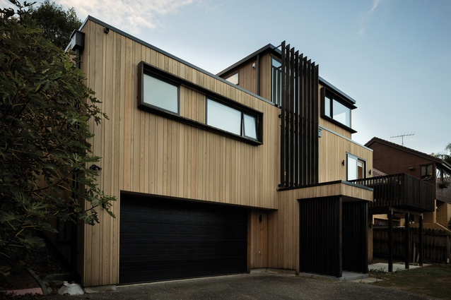 St Heliers House features oak floors, dark cedar accents and external cedar cladding, which provides a contrast with the white walls and ceilings.