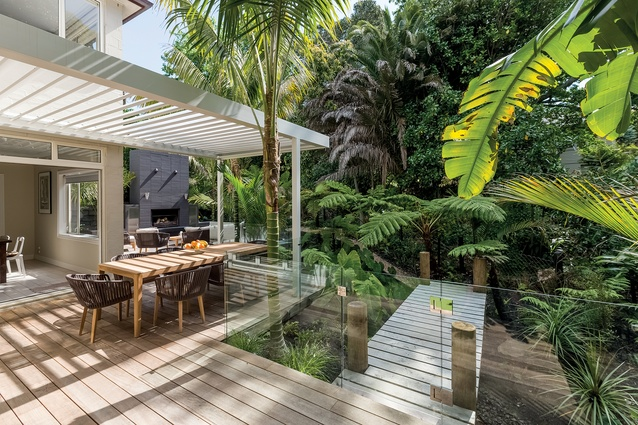 This garden was designed by Mark Read of Natural Habitats, and incorporates many of his favourite themes, including a strong connection to the surrounding, less manicured, landscape.
